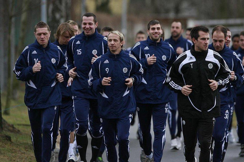 Fotbalisté SK Dynamo České Budějovice zahájili 2. ledna zimní přípravu během kolem řeky Vltavy.