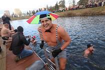 Ačkoliv otužilci se do vln vrhali hlavně na konci roku, podobně jako při Silvestrovském Lannově ponoru vltavském 2017, počasí jim přeje dál.