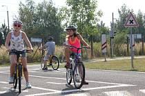 Na dopravním hřišti si děti mohly ověřit svoje znalosti dopravních značek a vyzkoušet si jejich uplatnění v praxi.