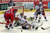 Šimánek před brankářem  Hüblem neuspěl, s velkým úsilím se mu snažil zabránit ve střele i olympijský vítěz Jiří Šlégr.