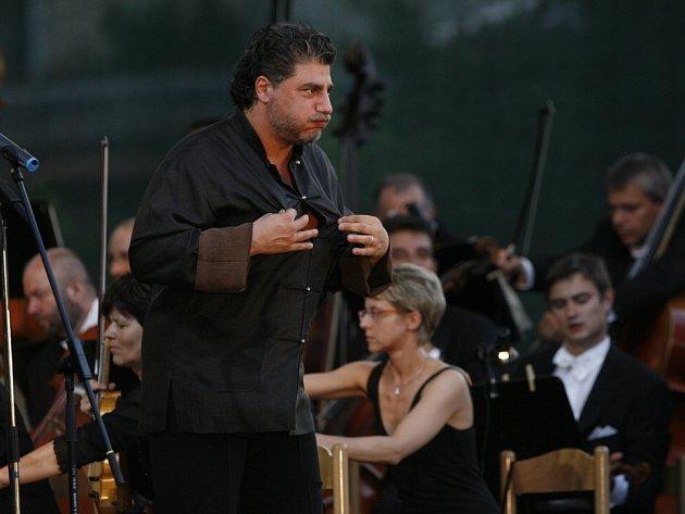 Mezinárodní hudební festival Český Krumlov dostane vroce 2014zministerstva kultury téměř dva miliony korun. Podle ředitele Jaromíra Boháče je to ale málo. Na snímku zMHF 2010José Cura.