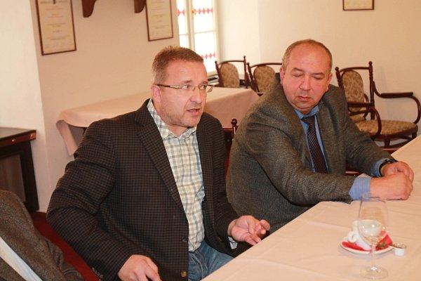 Do výběrového řízení na ředitele Jihočeského muzea se přihlásili jen tři lidé. Na snímku vlevo Patrik Červák, šéf krajského odboru kultury a památkové péče, vpravo František Chrastina zkrajského odboru kultury.