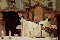 """Uzdravení Šumavy. """"Bude třeba hodně modliteb, aby se zdejší prostředí pročistilo a usmířilo,"""" říká kněz Vendelín Zboroň."""