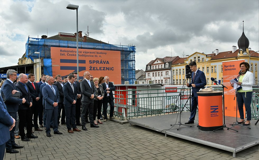 V krajském městě byla v pátek slavnostně zahájena rekonstrukce výpravní budovy. Foto: Správa železnic