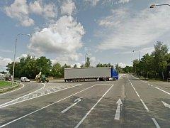 Původní podoba křižovatky v Týně, kde vzniká kruhový objezd.