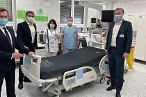 Nemocnice České Budějovice převzala od společnosti LINET hlavní cenu za vítězství vanketě Nemocnice ČR 2020.