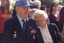 Plukovník Jaroslav Hofrichter s manželkou Alžbětou se v srpnu účastní setkání letců v Jindřichově Hradci.