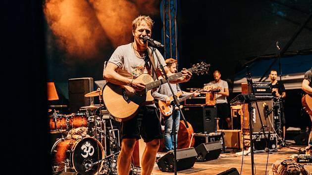 Budějovický letňák v pondělí nabídl další ze série hvězdných letních koncertů, tentokrát Tomáše Kluse.
