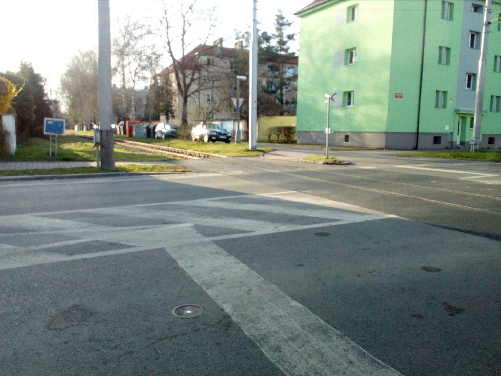 V českobudějovické Lidické třídě už slouží nový přejezd. Uzavírka zde skončila už před 5. 4. 2021.