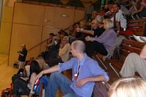 Nadstandardní divácká návštěva přišla shlédnout do haly Na sádkách derby volejbalistek