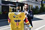 Nový dres pro nadcházející sezonu představil kapitán Motoru Milan Gulaš. jsou na něm jména 1200 fanoušků, kteří klubu přenechali veškeré peníze za svou permanentku.