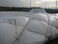 Přetlaková hala obřích rozměrů se v areálu na Složišti zbortila pod náporem víkendového vichru.
