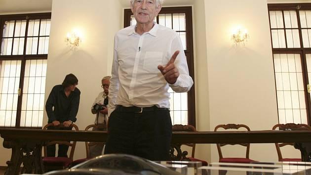 Architekt Jan Kaplický představil návrh rejnoka 12. srpna 2007 v Českých Budějovicích. Jihočeská společnost přátel hudby má do konce března oznámit jméno investora.