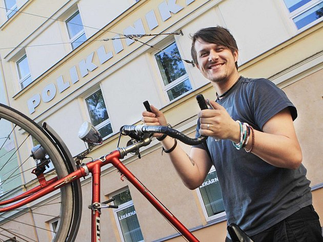 Cesta přes ucpané město trvá na kole devět minut