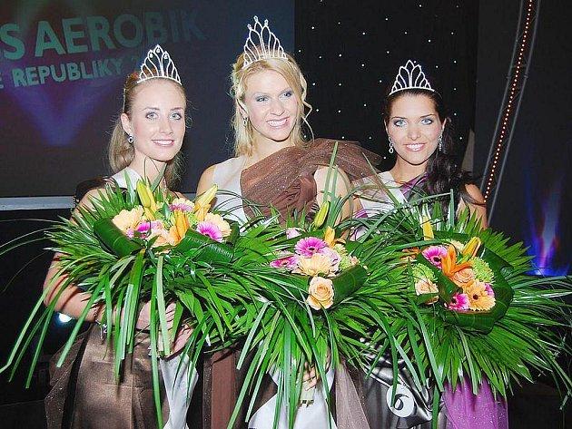 V pražském Top Hotelu se v sobotu 5. prosince uskutečnilo finále CORNY Lines Miss Aerobik 2009. Zleva první vicemiss Kateřina Těšitelová (19 let, Hradec Králové), miss Andrea Zemánková (18 let, České Budějovice) a druhá vicemiss Markéta Holzknechtová