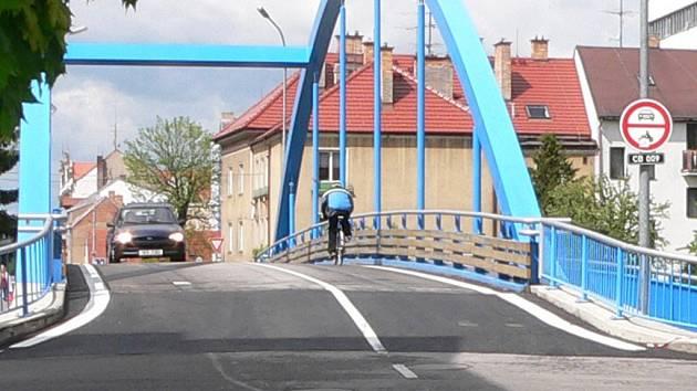 Jednou z kauz, které se Calla věnovala, bylo otevření Modrého mostu v Českých Budějovicích pro automobilový provoz. Zdejší obyvatelé se dlouho bránili obousměrnému trvalému provozu na mostě.