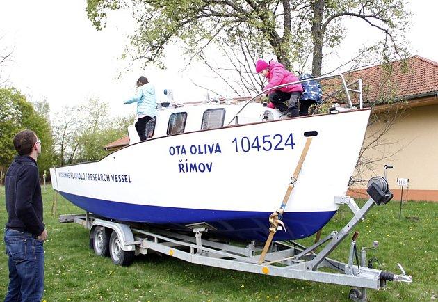 Výzkumné plavidlo Ota Oliva užívané jihočeskými vědci na vodní nádrži Římov.