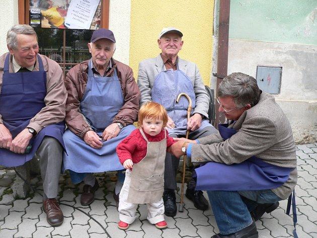 Lišovský průvod čítal 153 mužů a chlapců v truhlářských zástěrách, což městu vyneslo zápis do České knihy rekordů. Mezi nejstarším a nejmladším truhlářem v zástěře byl věkový rozdíl 84 let.