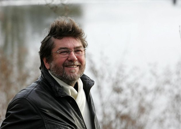 Táborský scenárista Jan Míka mluví v rozhovoru o novém televizním seriálu s názvem Cukrárna. Má za sebou řadu úspěšných sérií jako Život na zámku, Náměstíčko či Náves