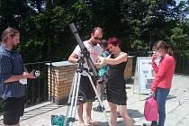 Ve Hvězdárně a planetáriu České Budějovice sledovala veřejnost částečné zatmění Slunce.