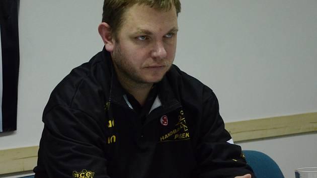 KOUČ. Hlavní trenér Písku Jan Slavík se raduje z první výhry v sezoně.