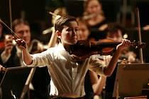 Víc než atrakce byl Daniel Lozakovitj (12), který hrál s Jihočeskou komorní filharmonií. Jeho Vivaldi i Saint-Saëns zapůsobili podobně silně jako čeští mistři.
