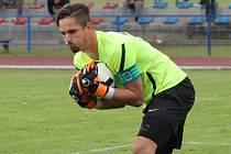 Brankář SK Čtyři Dvory Patrik Sobolík v derby vychytal Lokomotivu a uchránil svůj tým od první domácí porážky.
