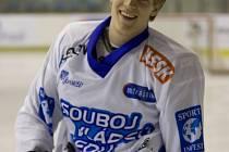 Úřadující mistr Evropy Tomáš Verner vedle své královské disciplíny, krasobruslení, hrál jako kluk výborně fotbal, umí to i s hokejkou a naposledy zazářil i v atletickém desetiboji!