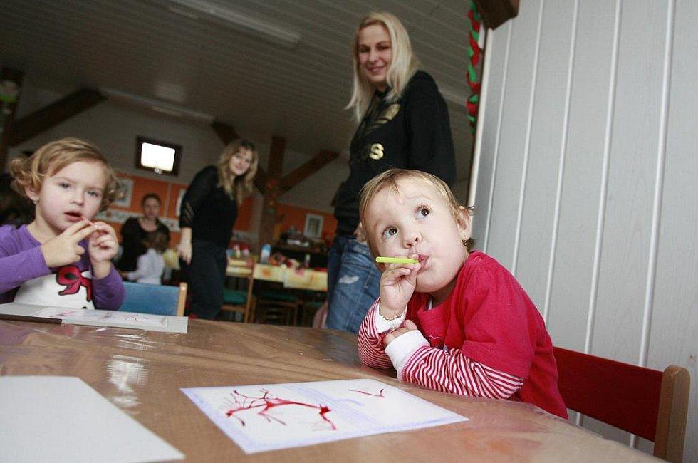 Mateřská centra slaví tento týden dvacet let od založení. Dnem otevřených dvěří se k oslavě přidalo Mateřské centrum Křemílek z Křemže, které jako jedno z prvních v kraji spontánně vzniklo před deseti lety.