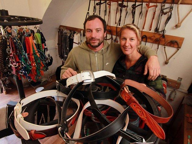 Manželé Roman a Lenka Mrázovi v dílně.
