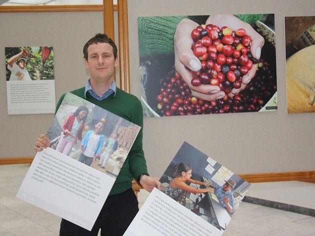 Stanislav Komínek, spoluautor výstavy Díky fair trade v Jihočeské vědecké knihovně.