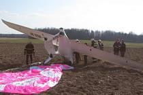 Nouzové přistání ultralehkého letadla v Nákří.