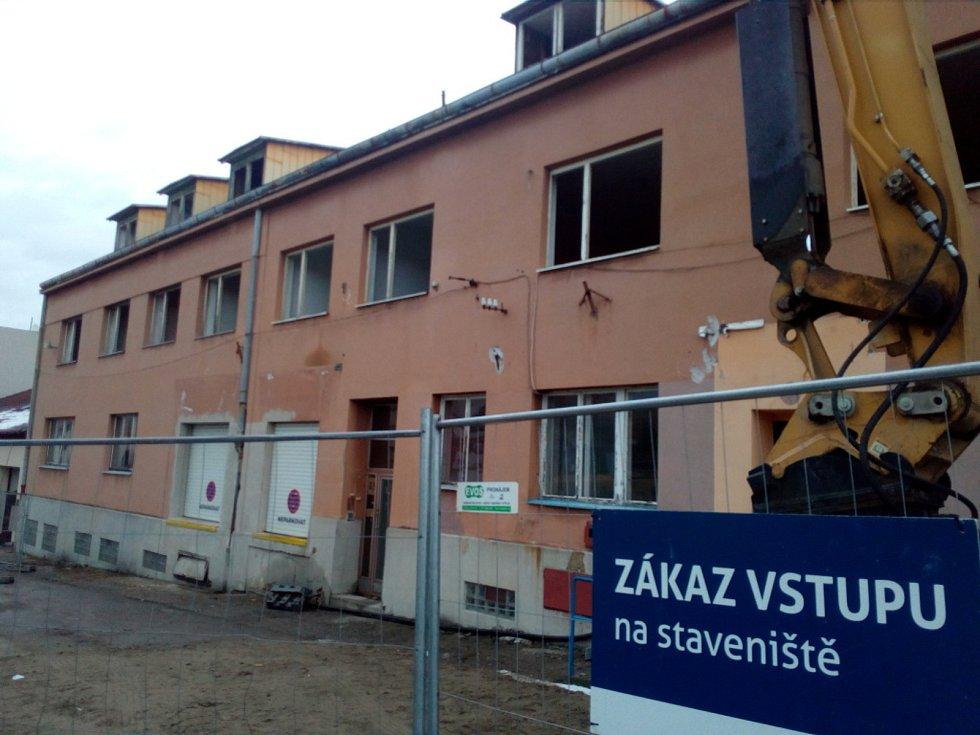Uzavírky v Českých Budějovicích. Ulice Fr. Škroupa v Suchém Vrbném.