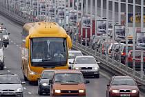 Od pondělka jezdí autobusy spolčenosti Student Agency do Prahy (na snímku) už také z Českých Budějovic a z Českého Krumlova.
