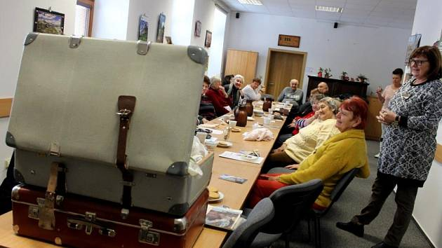 Kufr se vzpomínkami potrénuje paměť seniorů