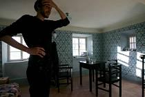 V Českém Krumlově opravili a zpřístupnili zahradní domek, v němž v roce 1911 žil a tvořil Egon Schiele. Na snímku Artur Magrot, který je tam nyní s Alessandrou Svatek na tvůrčím pobytu.