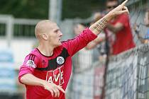 Zdeněk Ondrášek slaví svůj gól proti Olomouci.