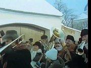 Putimský masopust. V ději se objevuje několikrát. Filmu tato zimní scenérie dodává lehce mystický ráz včetně písně a hudby. Kostýmy byly speciálně vyrobeny pro natáčení.