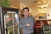 Kavárník Libor Moravec provozuje Kavárnu Filharmonia v sídle Jihočeské filharmonie.