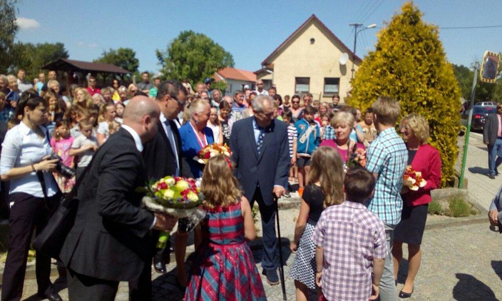 Prezident Miloš Zeman přijel do Cehnic.