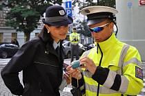 Policisté hledají svědky nehody trolejbusu. Ilustrační foto.