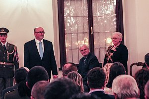 Primátor ocenil medailemi devět významných osobností