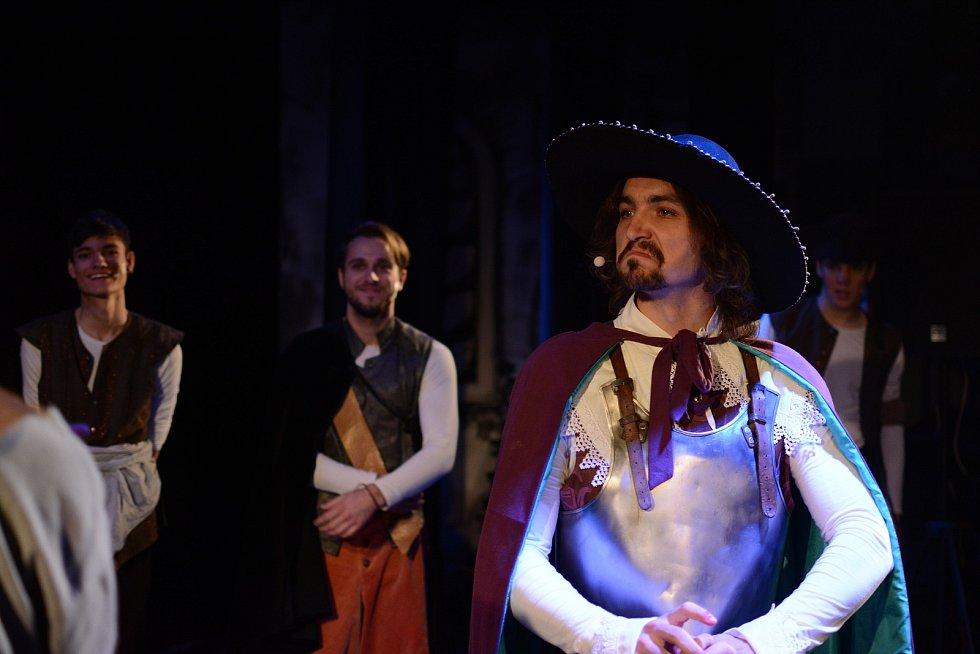 První verze muzikálu Cyrano Vojtěcha Adamčíka byla velice úspěšná. Hra se dočká úplně nového zpracování. Premiéru bude mít 4. února 2021.