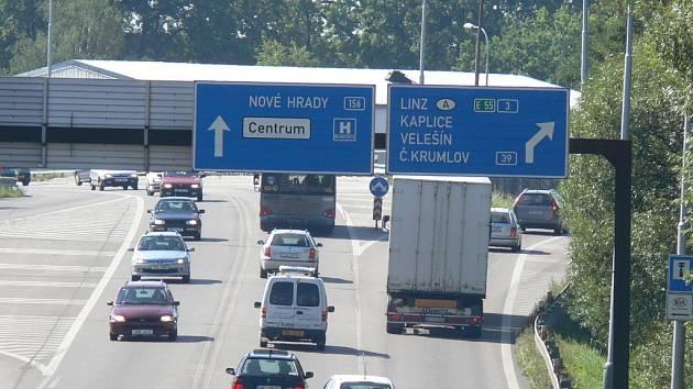 V budoucnu se klidně může stát, že náklaďáky a autobusy zaplatí za použití silnice, která vede z Tábora, přes České Budějovice směrem na Kaplici a pak dále na hranice.
