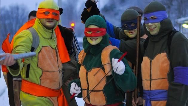 Silvestrovský vlak InterLokál jel 31. prosince z Vimperka do Kubovy Huti. Téma 15. ročníku zábavné akce bylo komiks, takže děti potkávaly Zorro mstitele, Želvy Ninja nebo hrdiny ze Čtyřlístku.