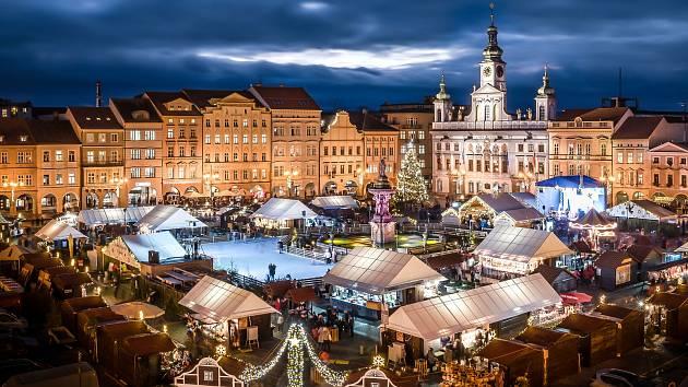 Adventní městečko v Český Budějovicích.