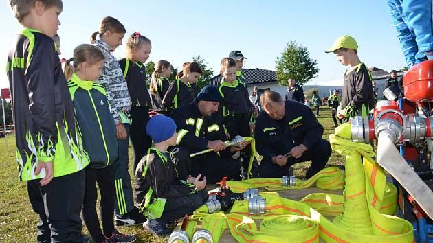 Adamovský Soptík. Po více než 30 letech se konala v sobotu vAdamově soutěž v požárním útoku dobrovolných hasičů pro mladší a starší děti, pro ženy a muže. O vítězství se podělili Adamov a Libníč.