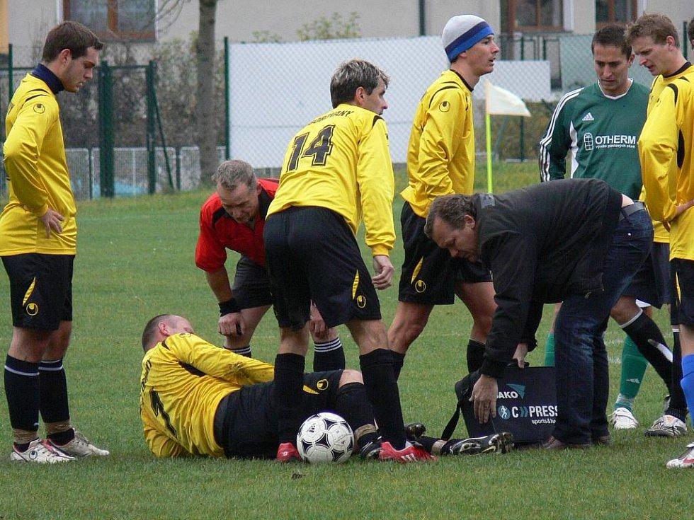 Sotva Borovany obdržely gól, přišla druhá katastrofa - zranil se zkušený stoper Stanislav Linhart.