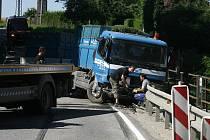 Na křižovatce u Starých Hodějovic se nedávno stala nehoda, při které se zranilo 11 lidí.