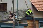 Nová kavárna VLNNA se zrovna instaluje na Slepé rameno Malše.